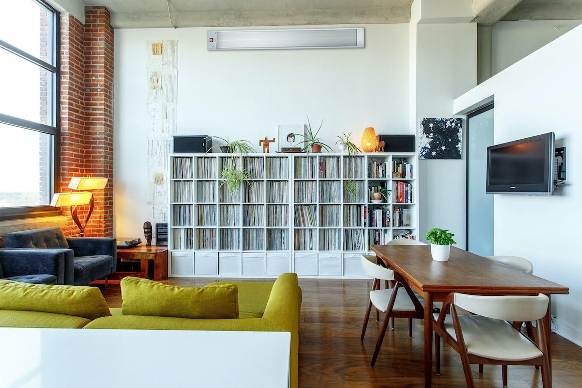Infrarotstrahler im Wohnzimmer montiert